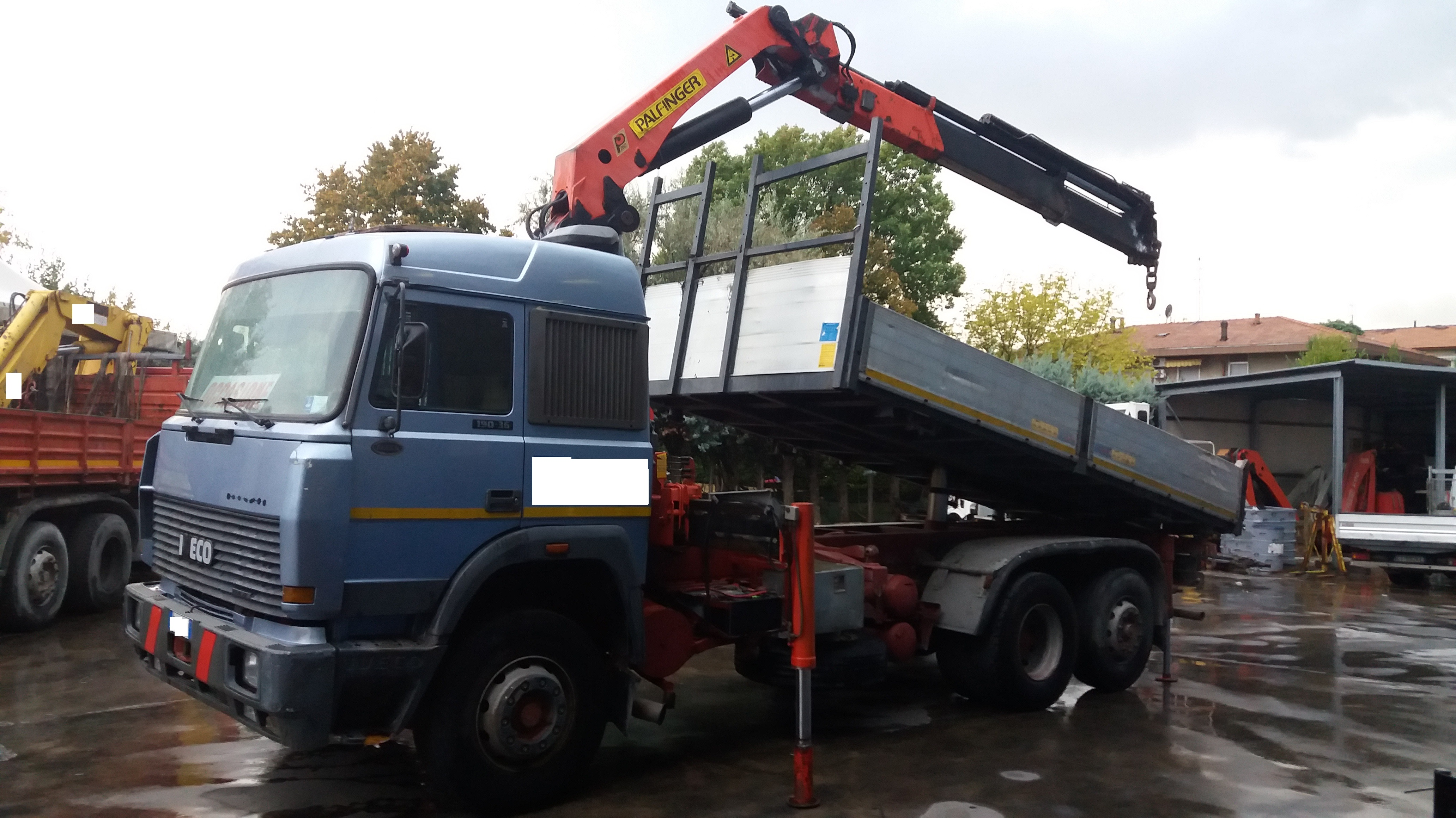 IVECO 190-36 Ribaltabile + gru Palfinger a Camion oltre 7,5 Ton